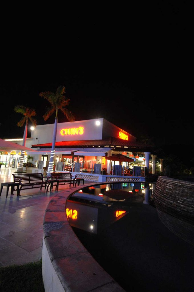 chins-restaurant-cabo-outside-night-0849-2